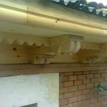 Restauración de cornisa de madera.